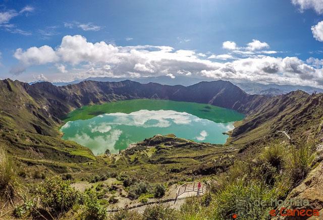 trilha que contorna a cratera do Vulcão Quilotoa