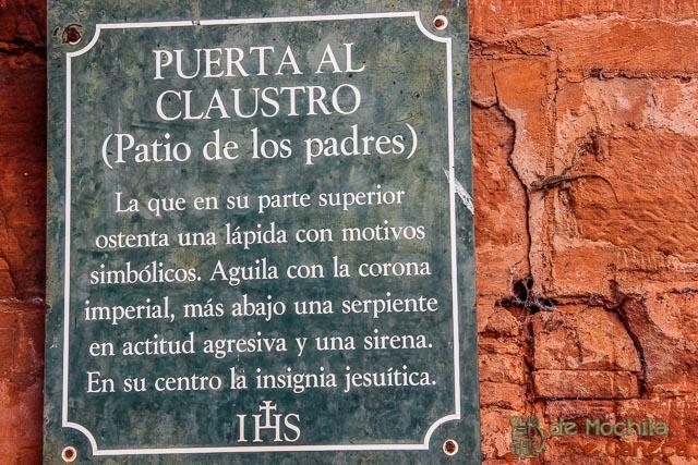 Até a lagartixa quer ficar por dentro da história das ruínas!