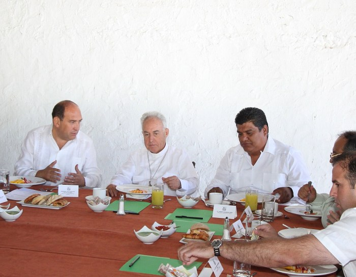 Se reúne Rubén Moreira con Obispo de Torreón