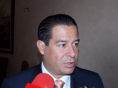 """Ricardo Aguirre exige """"cuotas"""" a cambio de brindar el servicio"""