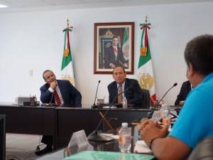 El gobernador Rubén Moreira intervino ante las autoridades del trabajo para buscar una solución a la huelga de la Fábrica la Estrella de Parras de la Fuente.