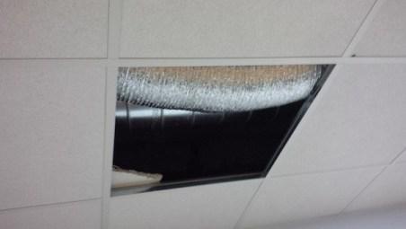Faux plafond manquant à la patinoire de Charras