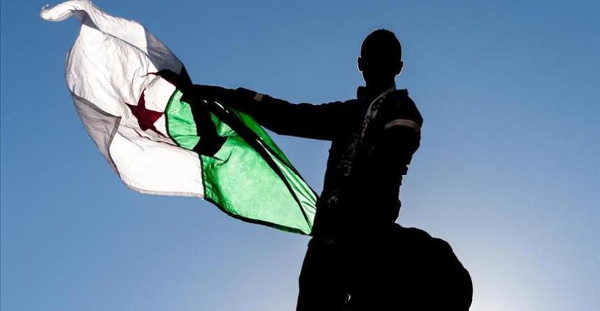قانون الإعلام في الجزائر من (1982 إلى 2012):بين الثابت والمتغير