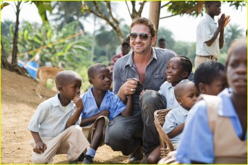 Mary's Meals - gerard-butler-visits-liberia-with-marys-meals-all-the-photos-90