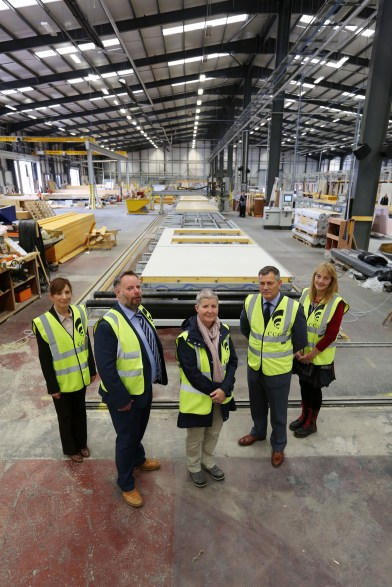 WDC visit CCG Off-site manufacturing PIC SHOWS CCG's Calum Murray With Cllr Diane Docherty, Cllr Caroline McAllister, John Kerr WDC and Karen Shaw