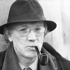 Irish actor Richard Harris on set of the television drama 'Maigret' on February 15, 1988. (Photo by Larry Ellis/Express/Getty Images)