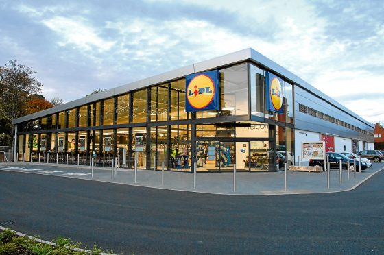PARLIAMENT: BOB DORIS URGES SUPERMARKET PRICE CUTS FOR LOW INCOME FAMILIES