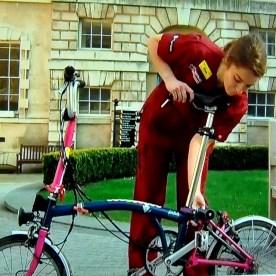 virus irelaqnd 3 nurse and bike