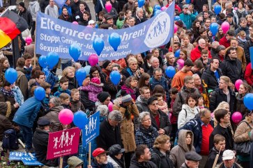 Mehr als 2.400 Demonstranten kamen am 21.3.2015 zur DEMO FÜR ALLE nach Stuttgart.