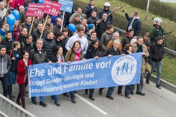 Nach der Kundgebung zogen die Demonstranten durch die Stuttgarter Innenstadt.