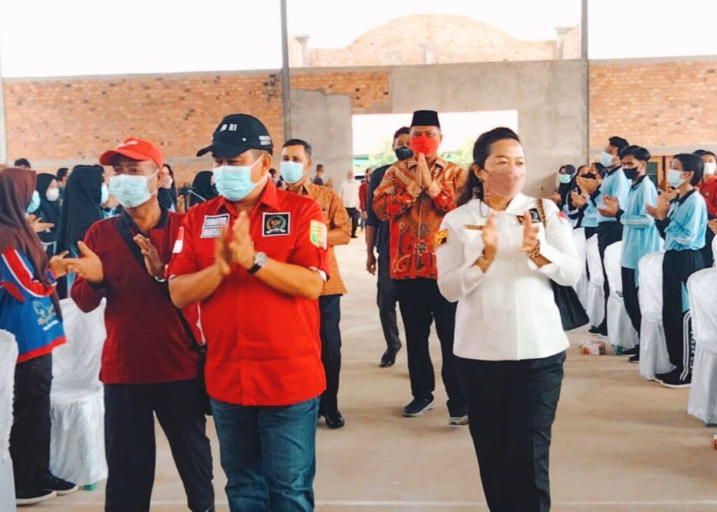 Ni Ketut Dewi Nadi Anggota DPRD Lampung Gelar Sosialisasi Pembinaan Ideologi Pancasila dan Wawasan Kebangsaan di SMAN Satu Seputih Mataram Lampung Tengah
