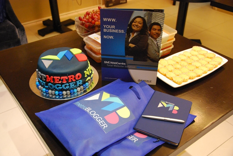 Metro Blogger cake, notebook and pen