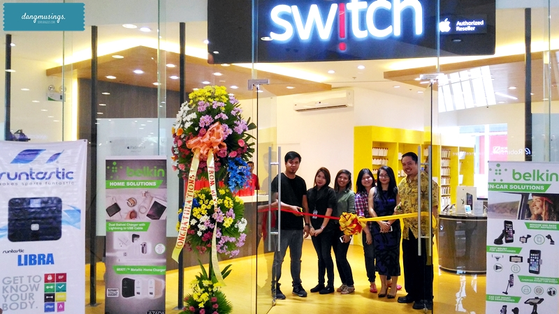 Switch team with Macpower Marketing's Myka Basco and Epik Pios