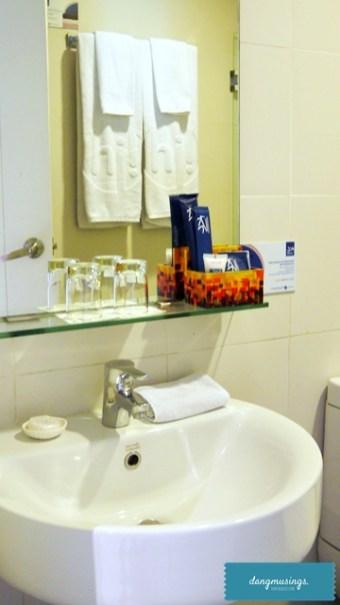 KLTowerMakati-1bedroomloft-restroom