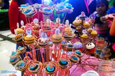 smcitymarikina-smmerrychristmas2016-shopkins-cupcakes