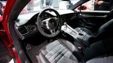 Porsche cabriolet GTS interior