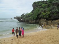 Pemandangan di pantai sundak