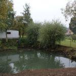 Voda do rybníčku prý teče z blízké štoly, proto má asi tak zelenou barvu