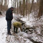 hledání kamenů v údolí Vrchlice