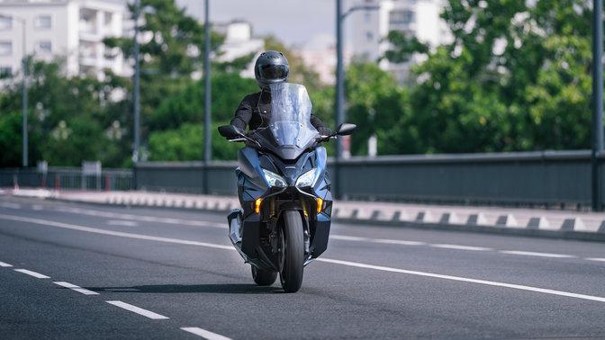 Honda Forza 750  1