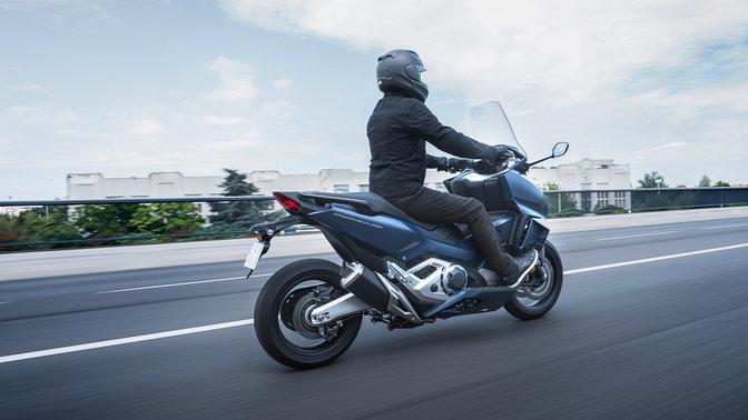 Honda Forza 750 2