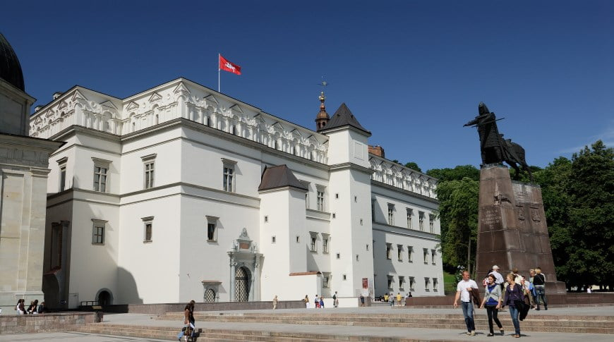 Denia Solutions Projektai Akmens fasado tvirtinimo sprendimai HALFEN Vilniaus vadovu rumai