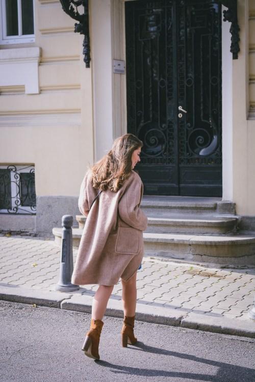 HM camel coat fashion blogger street style