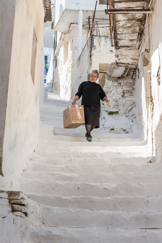 Om op Naxos rond te gaan is het nodig om trappen te beklimmen - veel van hen. Het is een manier van leven op het eiland, maar we hebben ons vaak uit de adem gevonden.