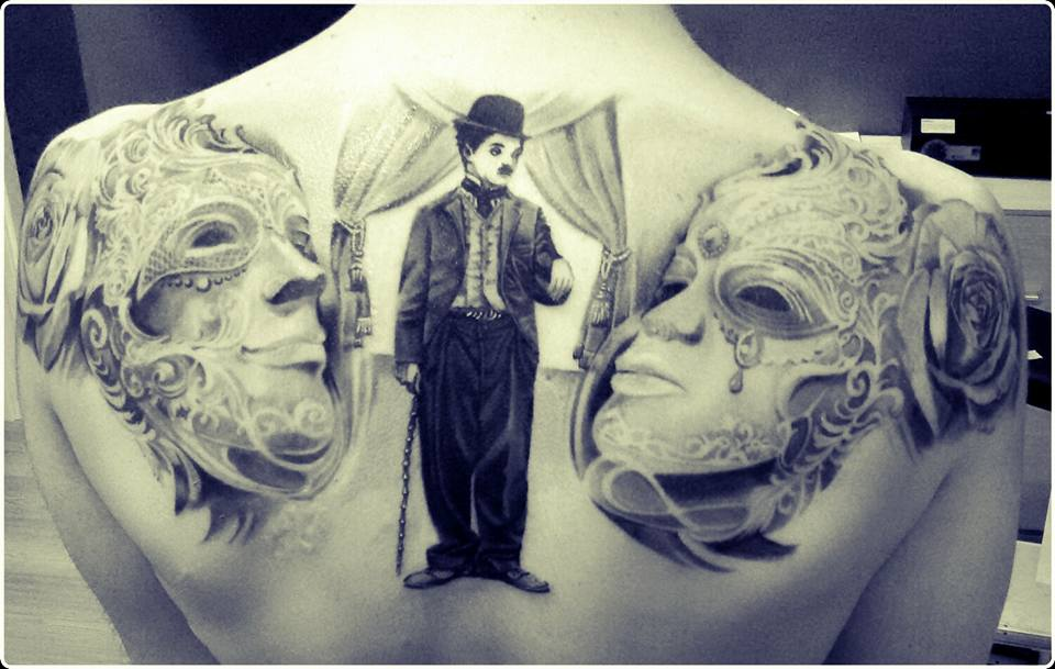 tatuaggio maschera veneziana, tatuaggio charlie chaplin