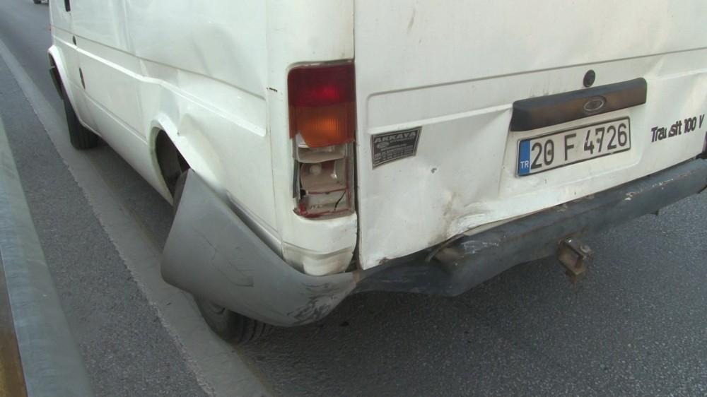 Otomobil ile minibüs çarpıştı: 1'si ağır 2 yaralı