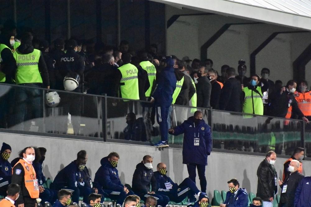 Denizlispor-Fenerbahçe maçında yöneticiler arasında tartışma çıktı