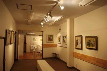 絵画展覧会の照明