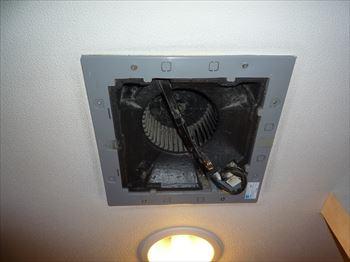 故障している東芝2部屋換気用換気扇DVP-14H