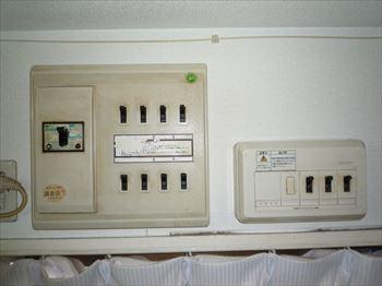 故障している住宅分電盤