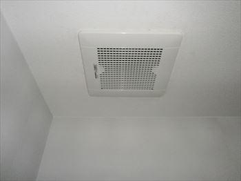 二部屋用換気換気扇取替完了