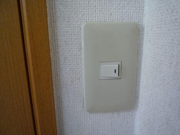 トイレの照明スイッチ取付け