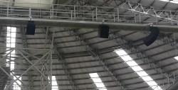 Line arrays (y subwoofers) MITUS de FBT instalados en el Coliseo Multiusos de Cajamarca.