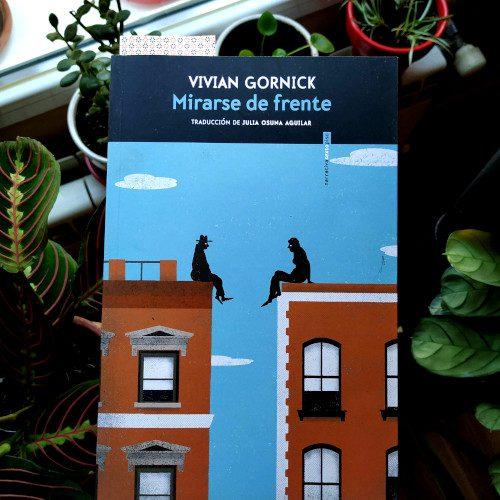 """Portada """"Mirarse de frente"""" (Vivian Gornick) - Traducción de Julia Osuna Aguilar. Editorial Sexto Piso (Colección Narrativa)"""