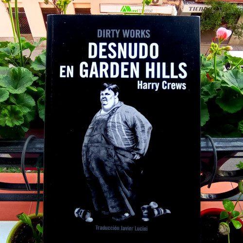 Portada de «Desnudo en Garden Hills», de Harry Crews. Ed. Dirty Works, 1ª ed. feb. 2020. Colección DW, v.22