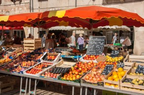 market-in-villeneuve