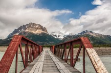 bridge-crossing-on-route-to-lago-desierto