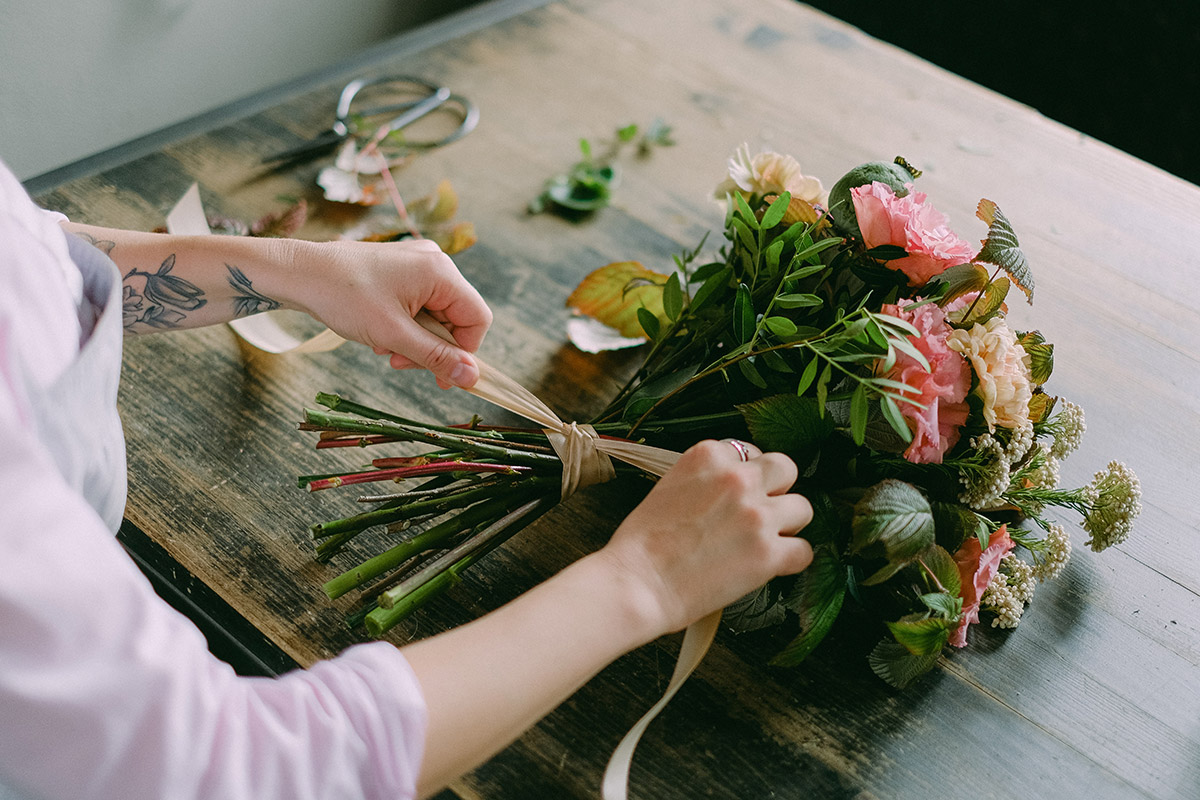 making a bouquet with cut flowers