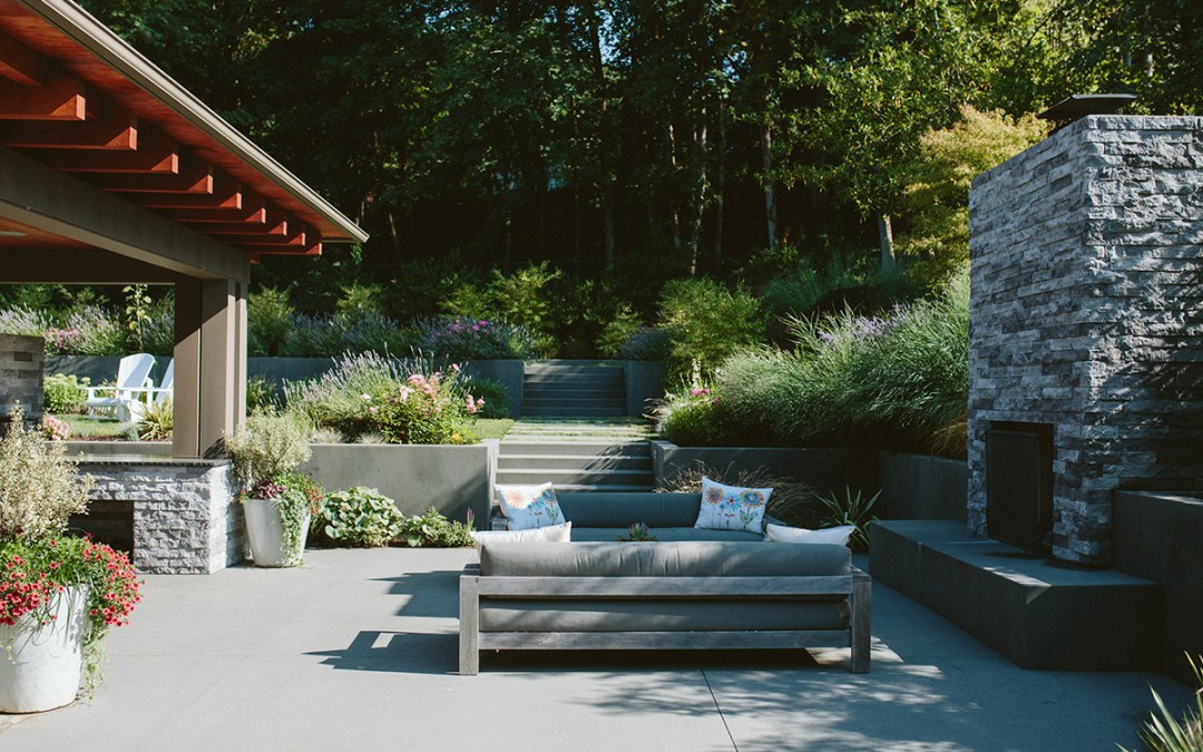 Outdoor Living: Bringing the Indoors Outdoors