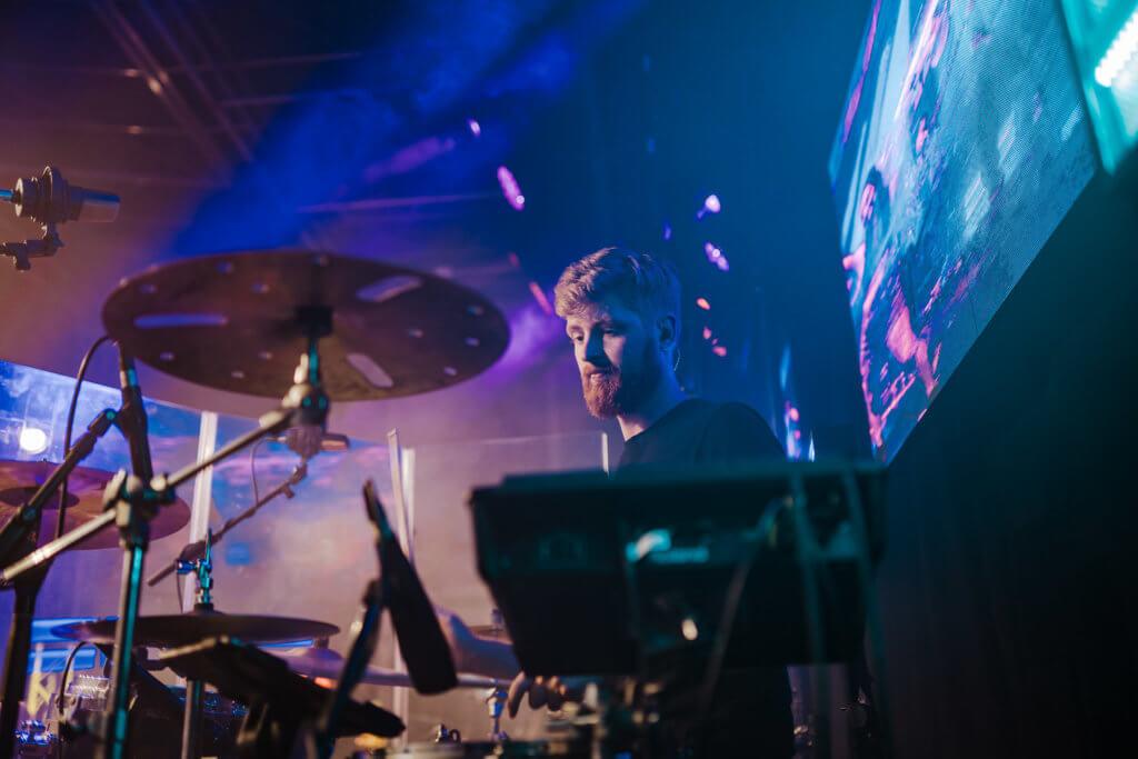 Drummer spielt Solo
