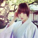 Mariko pay attention in kimono