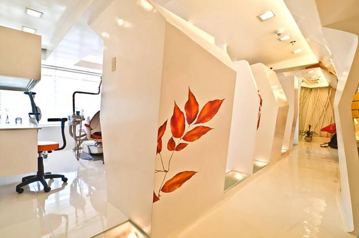 Desain Interior Smiles by Dr Cecile : Ramah & Hangat
