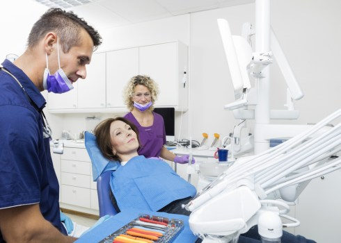 How To Take Care Of Dental Issues Under The Supervision Of A Dentist?