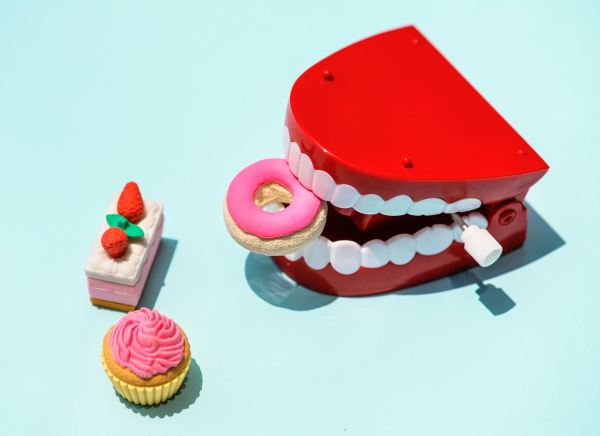 Dentures eating sweets causing tooth sensitivity.