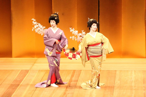 愛媛県松山検番の芸者千代鷺と八千代鷺