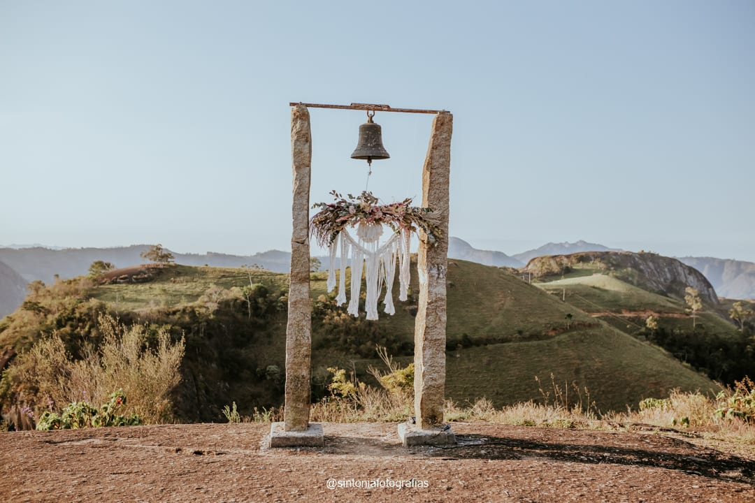 altar de elopement wedding com macrame
